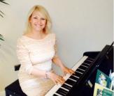 Pianist Lynne Fox on stage